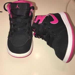 Baby Jordan 1 Black & Pink Size 6c Like New (2015)